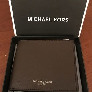 Gorgeous Micheal Kors New Brown Wallet ❤️